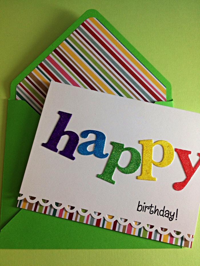carte anniversaire originale avec trois volets, bord en dentelle et des lettres en paillettes, carte de voeux personnalisée et son enveloppe verte