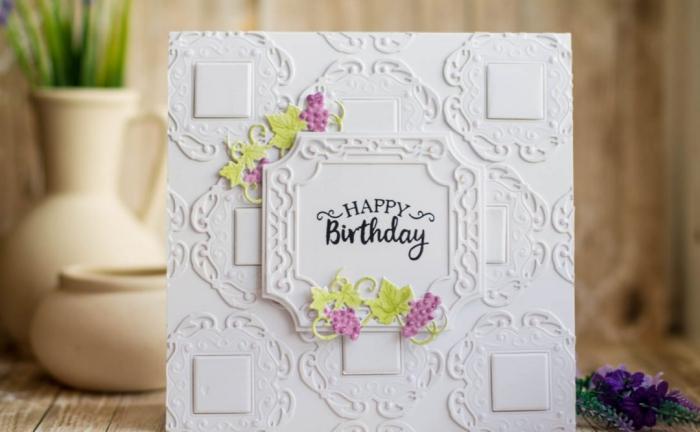jolie carte fête d'anniversaire en papier embossé vintage à embellissements colorés en forme de vigne