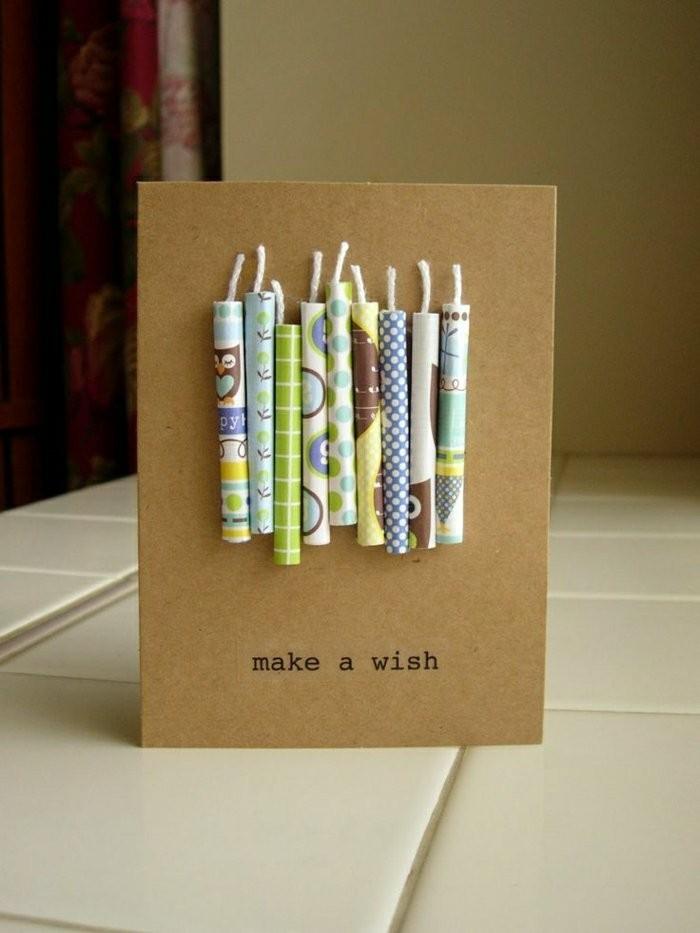 carte d'anniversaire a faire soi meme avec des bougies en papier sur un support de papier kraft
