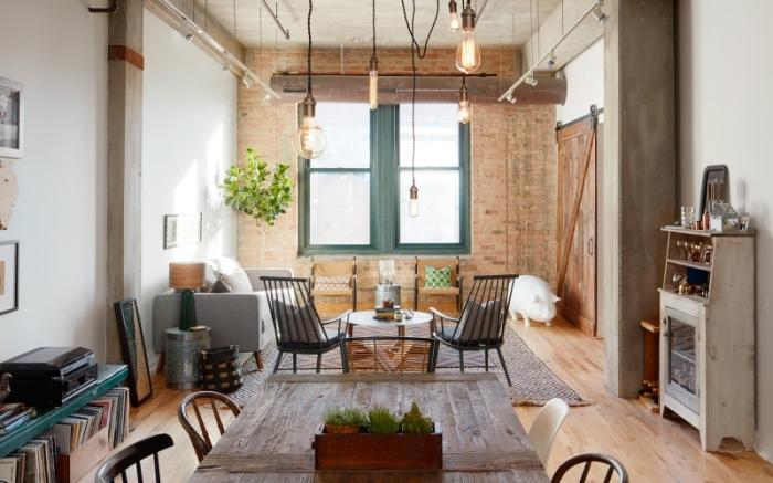 exemple deco salon industriel aux murs blancs avec parquet bois, modèle de table à manger bois brut pour cuisine industrielle