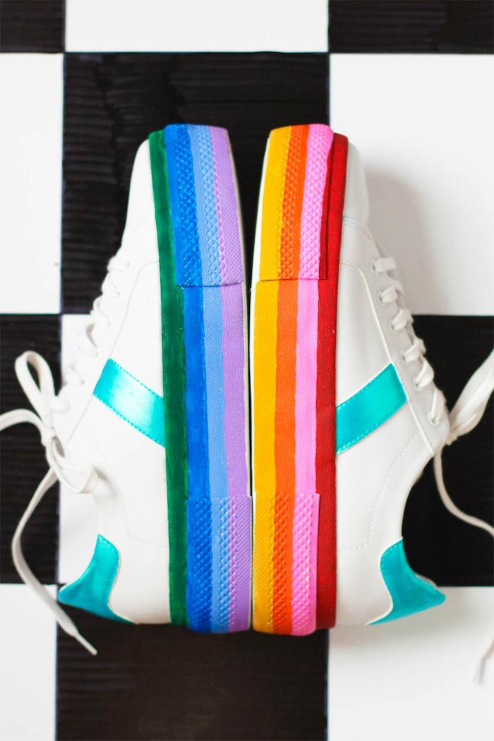 activité manuelle amusante, comment customiser les baskets blanches pour femme, idée cadeau diy originale