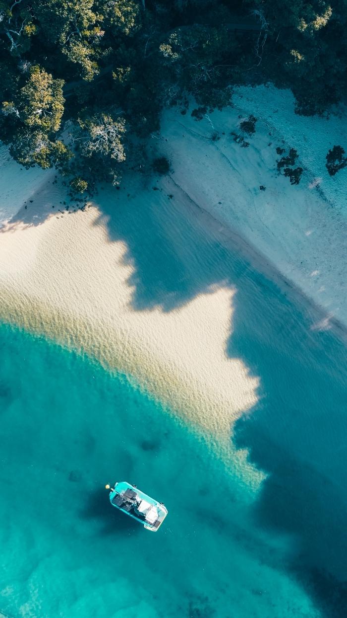 incroyable paysage naturel avec drone, les plus beaux fonds d'écran, idée fond ecran smartphone avec photo île déserte, fond d écran gratuit