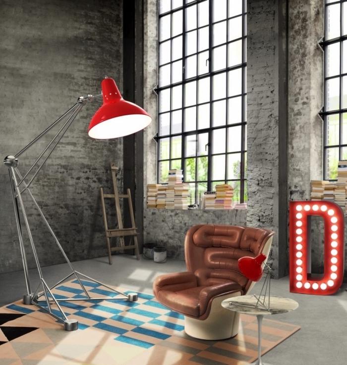 modèle fauteuil design en cuir marron, déco industrielle salon aux murs en briques peintes grises avec objets métal