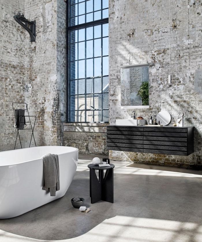 aménagement salle de bain loft, idée deco industrielle dans salle de bain, meuble salle de bain en bois gris anthracite