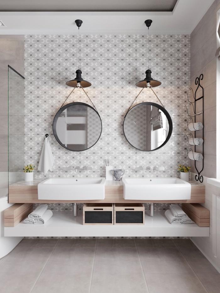 Deux miroirs pendation, double lavabo avec meuble bois simple, plan de travail salle de bain, cool idée salle de bain blanche et bois