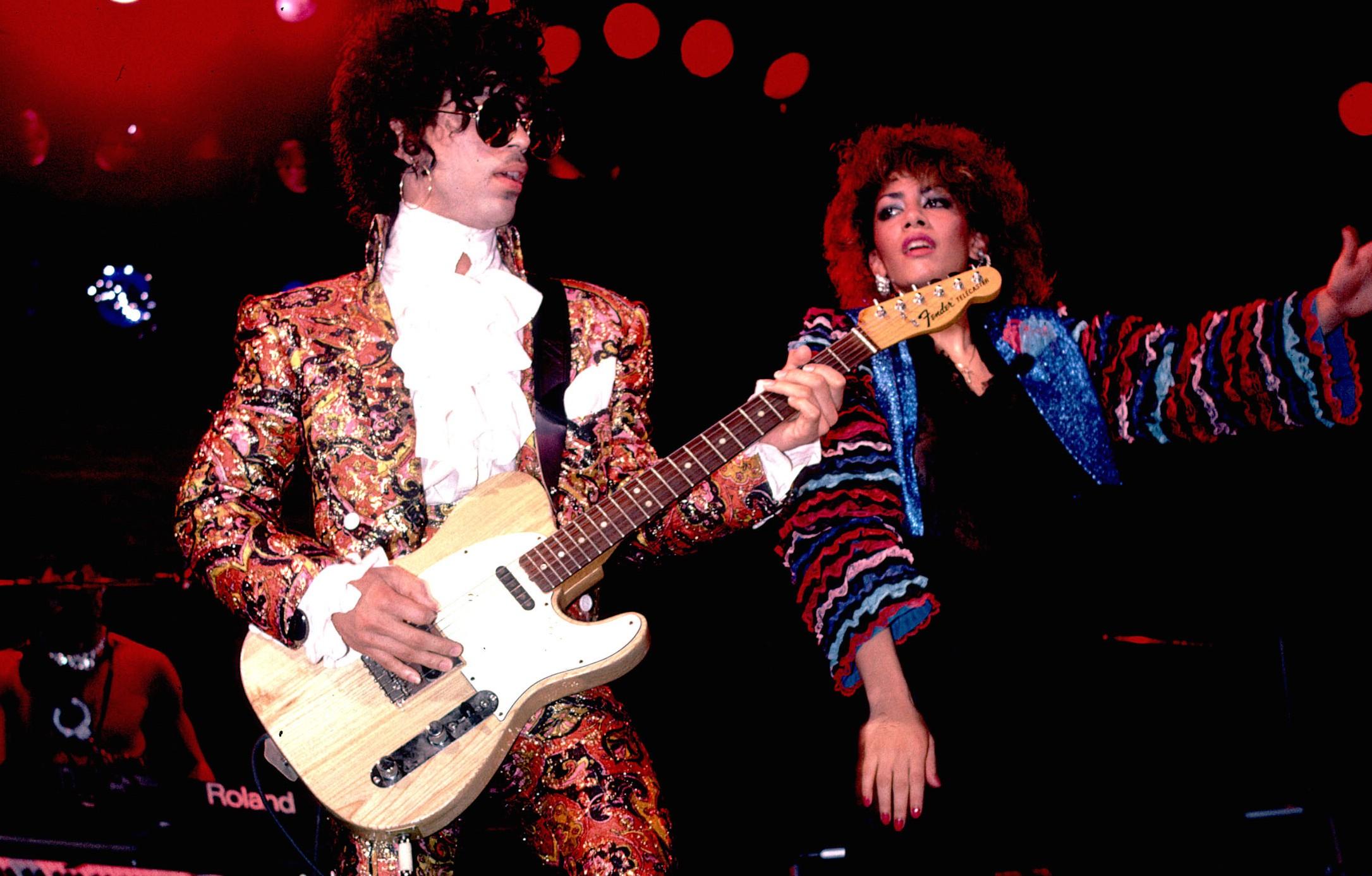 photo live de Prince et Sheila E qui avaient travaillé ensemble pour le titre The Glamorous Life