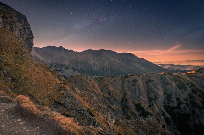 magnifique photo de la nature, idée paysage naturel pour fond d'écran, wallpaper pc avec photo sommets des montagnes