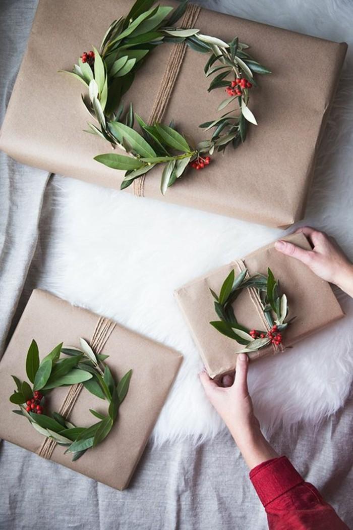 technique d'emballage facile, comment emballer les cadeaux de noël d'une manière élégante, activité manuelle noel