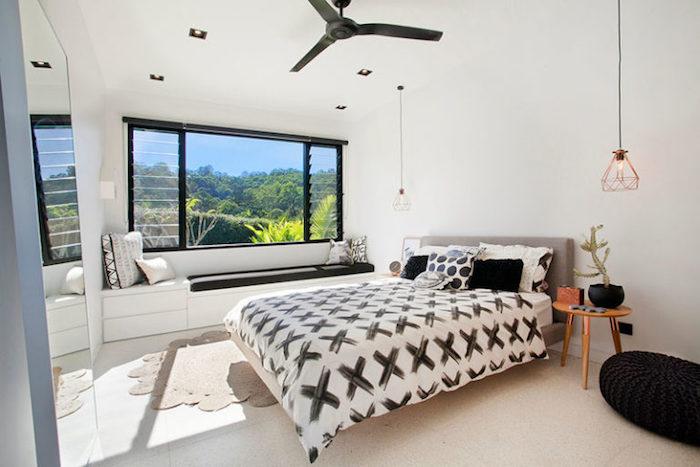 Aménagement chambre à coucher moderne style minimaliste, linge de lit géométrique motif, comment bien ranger sa chambre, astuce rangement chambre chic