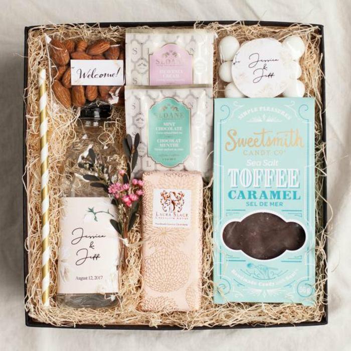 Coffret de choses gourmandes, amandes et caramel au chocolat, idée cadeau mariage, coffret cadeau couple, les cadeaux petit budget