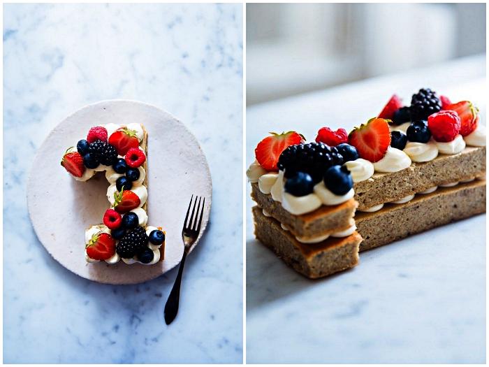 recette number cake allégée à la banane pour le premier anniversaire de votre enfant, gâteau d'anniversaire 1 an healthy à la banane et aux fruits rouges