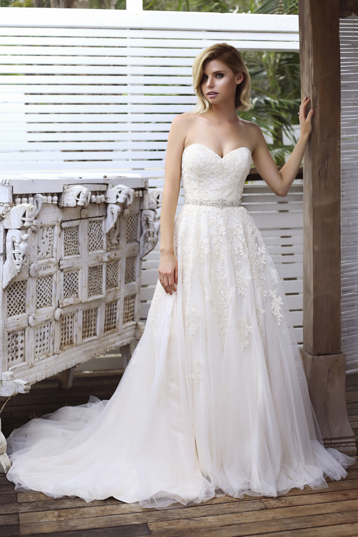 Robe bustier dentelle top longue jupe, robe princesse de mariée, blanche robe de mariee longue, femme blonde