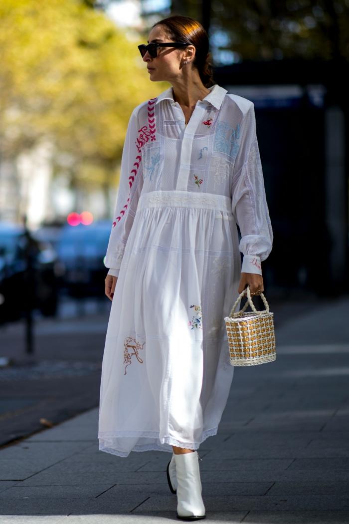 petit sac panier, longue robe blanche aux broderies, lunettes de soleil, mode ete 2019
