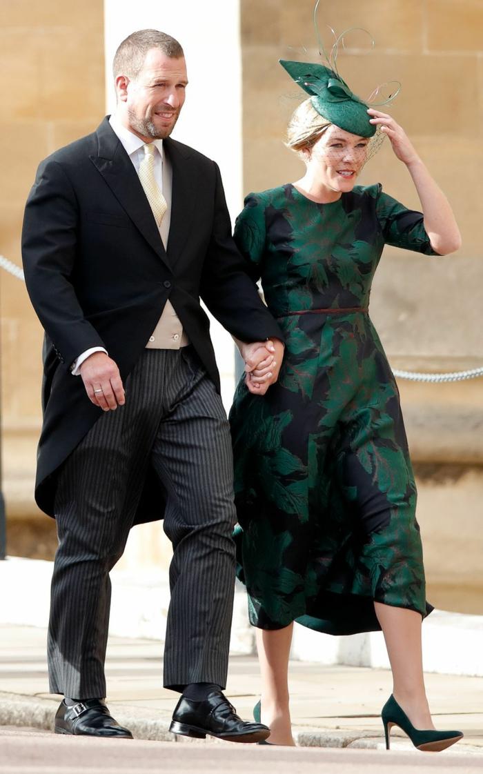 bibi mariage, jolie robe verte, chapeau bibi vert, robe aux motifs floraux, costume invité de mariage