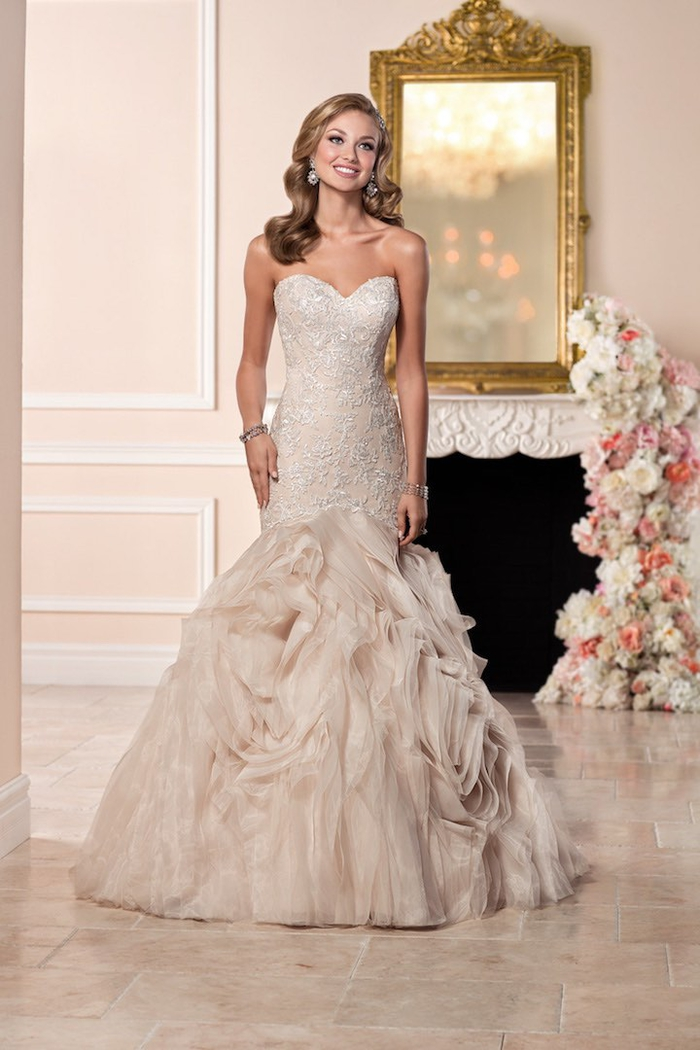 Princesse avec robe bustier coupe sirène, robe de mariée magnifique princesse, les actualités chez les robes de mariage