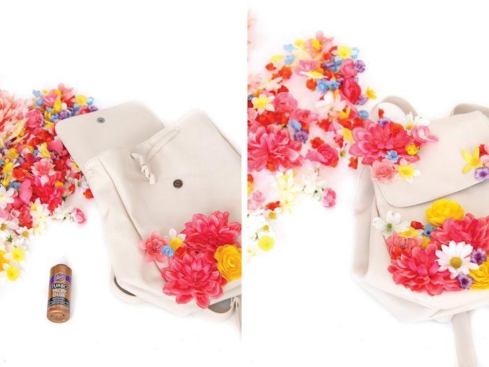 comment personnaliser un sac à dos cuir blanc, modèle de sac à dos décoré avec fleurs artificielles, cadeau meilleure amie fait maison