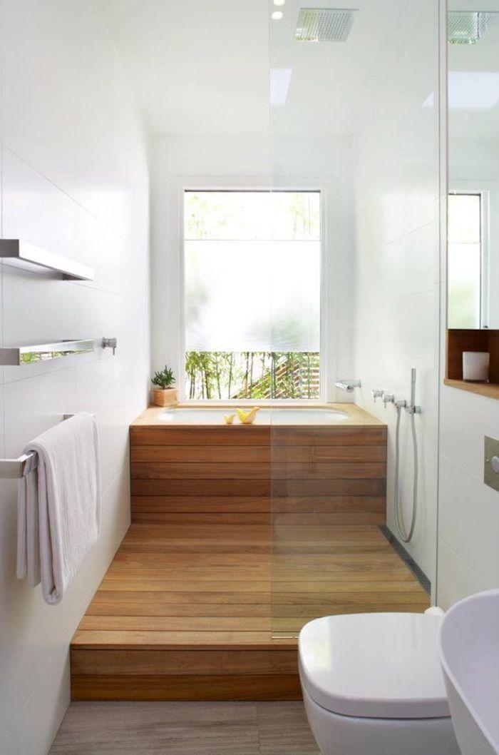 Déco petit espace avec miroirs pour plus de lumiere et optique illusion pour plus d'espace, salle de bain noir et bois, salle de bain moderne et simple