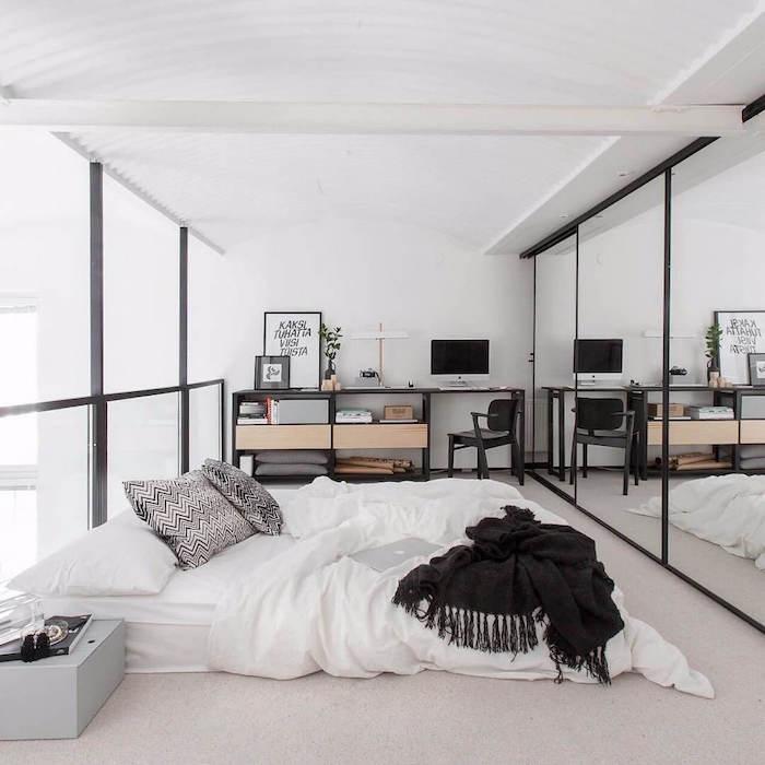 Blanc et noir chambre à coucher bien aménagée, moderne déco simple, astuce rangement chambre, inspiration chambre à coucher adulte