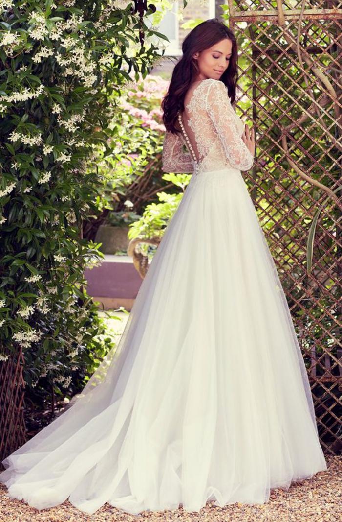 Superbe robe de mariage élégant le style chic pour le jour j avec une belle robe moderne