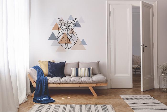 stickers adhésif muraux, idee decoration murale pour le salon style scandinave, sol en bois clair, parquet naturel