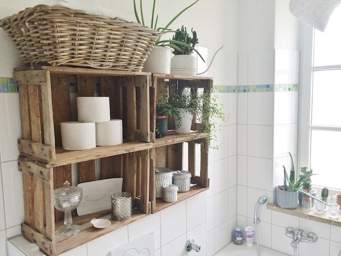 DIY meuble rangement en baskets bois recyclés, decoration petite salle de bain, une salle de bain moderne