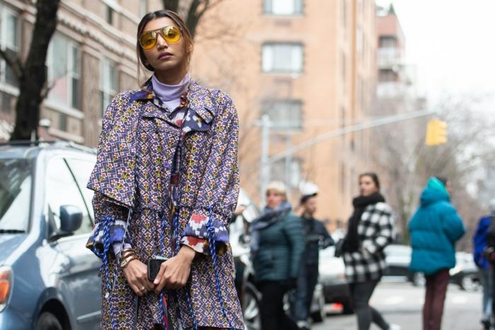 robe fluide style bohème, manches surdimensionnées, imprimé lilas et jaune, mode femme hippie