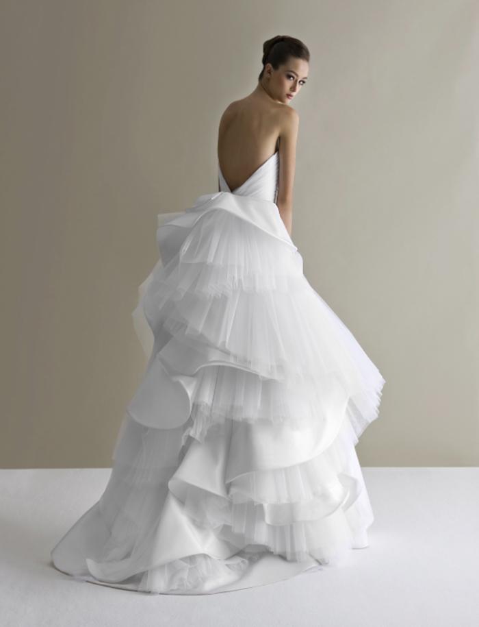 Femme robe de mariee de princesse, mariage conte de fées en robe longue blanche