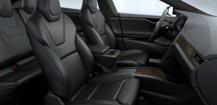 Photo intérieur Premium de la Tesla Model S avec grande autonomie de 610 kilomètres et Ludicrous Speed offert