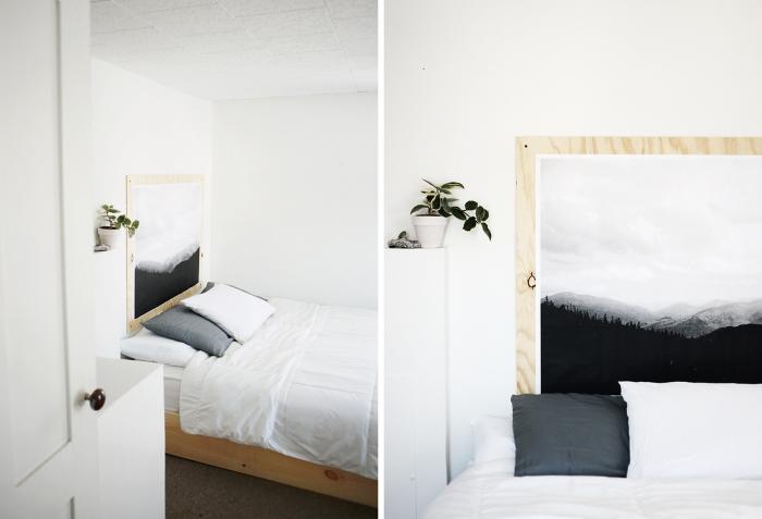 design intérieur style minimaliste dans une petite chambre blanche, diy tête de lit en contreplaqué bois avec paysage blanc et noir