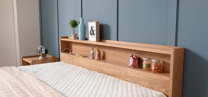 modèle tete de lit avec rangement ouvert en bois, déco murale avec panneaux bleus, diy meubles en bois pour chambre