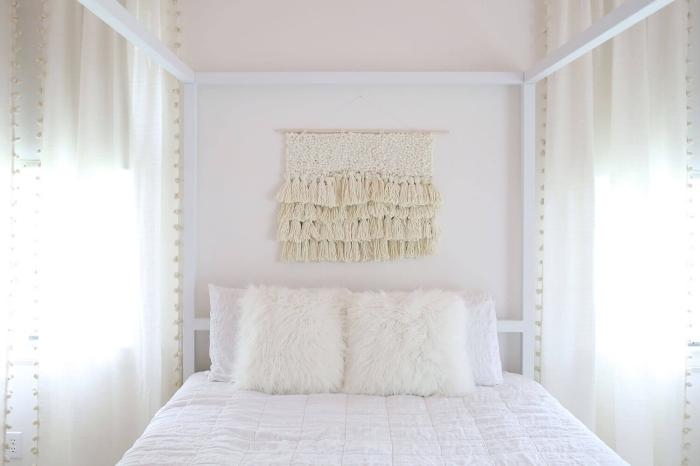 comment créer une déco romantique dans une chambre fille en blanc, exemple de suspension murale en noeuds macramé, diy déco chambre