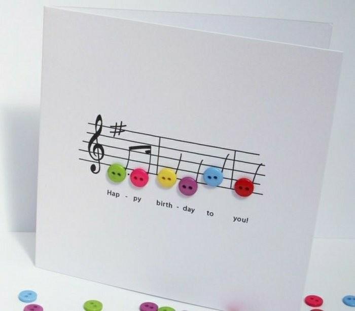 carte anniversaire originale sur le thème musique avec portée musicale décorée de petits boutons colorés