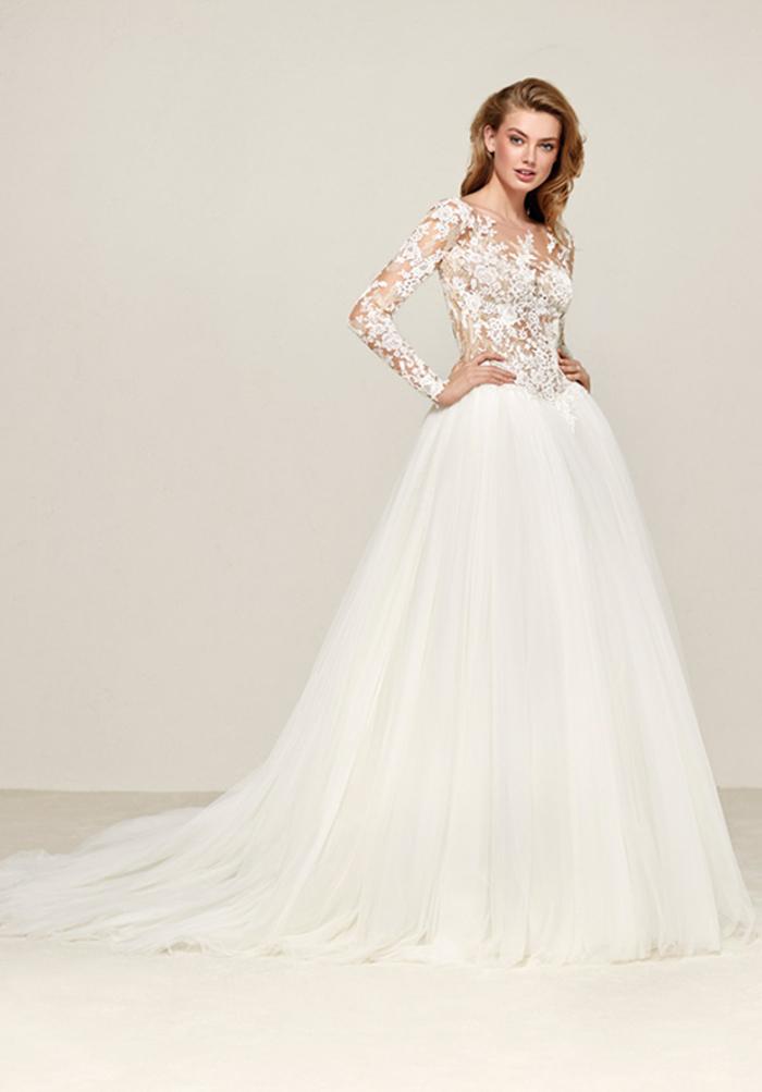 Manches en dentelle, jupe longue traine tulle, robe de mariée de princesse, cool idée quelle robe est pour moi