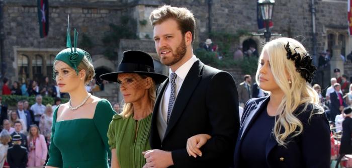chapeaux mariage élégants, bibi mariage, capeline noire, bibi attaché avec barrette