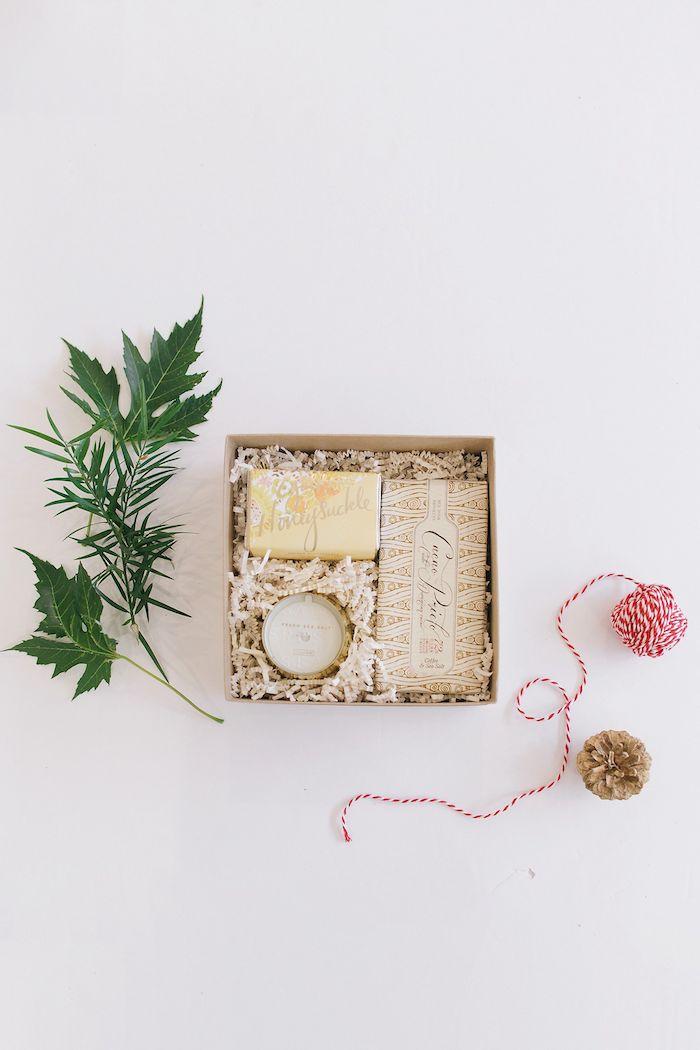 Spa boite a petit budget, choisir des choses à bon qualité et pas la quantité, savon et bougie aromatisés, idée cadeau mariage, cadeau fait main, couple romantique