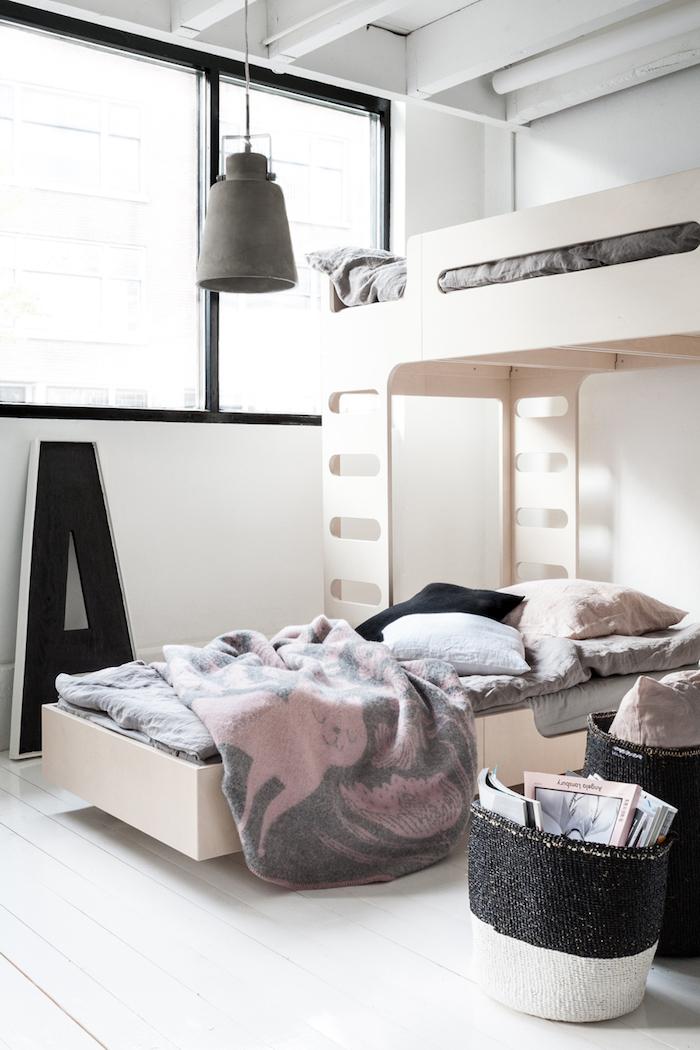 Chambre enfant avec lit en haut et en dessous, meuble gain de place, astuce rangement chambre cocooning