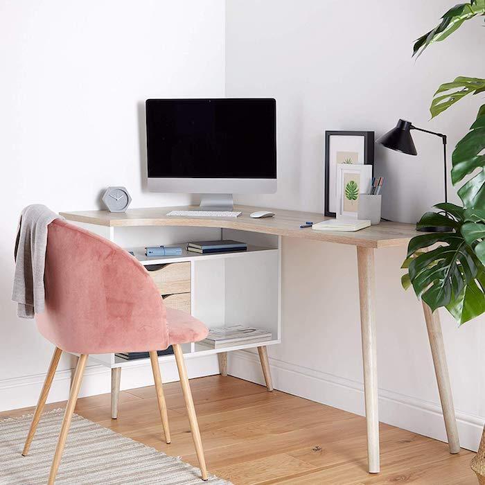 Coin bureau dans une chambre 10m2, astuces rangement chambre hygge style déco, chaise rose confortable, plante verte grande