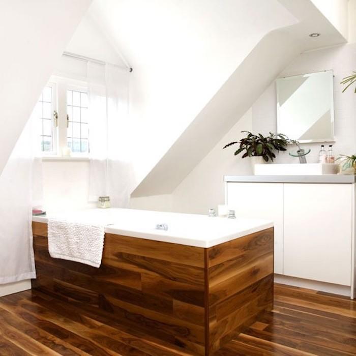 Baignoire bois, idées et inspiration salle de bains noir et bois, ikea meuble salle de bain