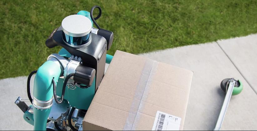 Le robot Digit développé par Ford et Agility Robotics est capable de livrer des colis à domicile de façon autonome