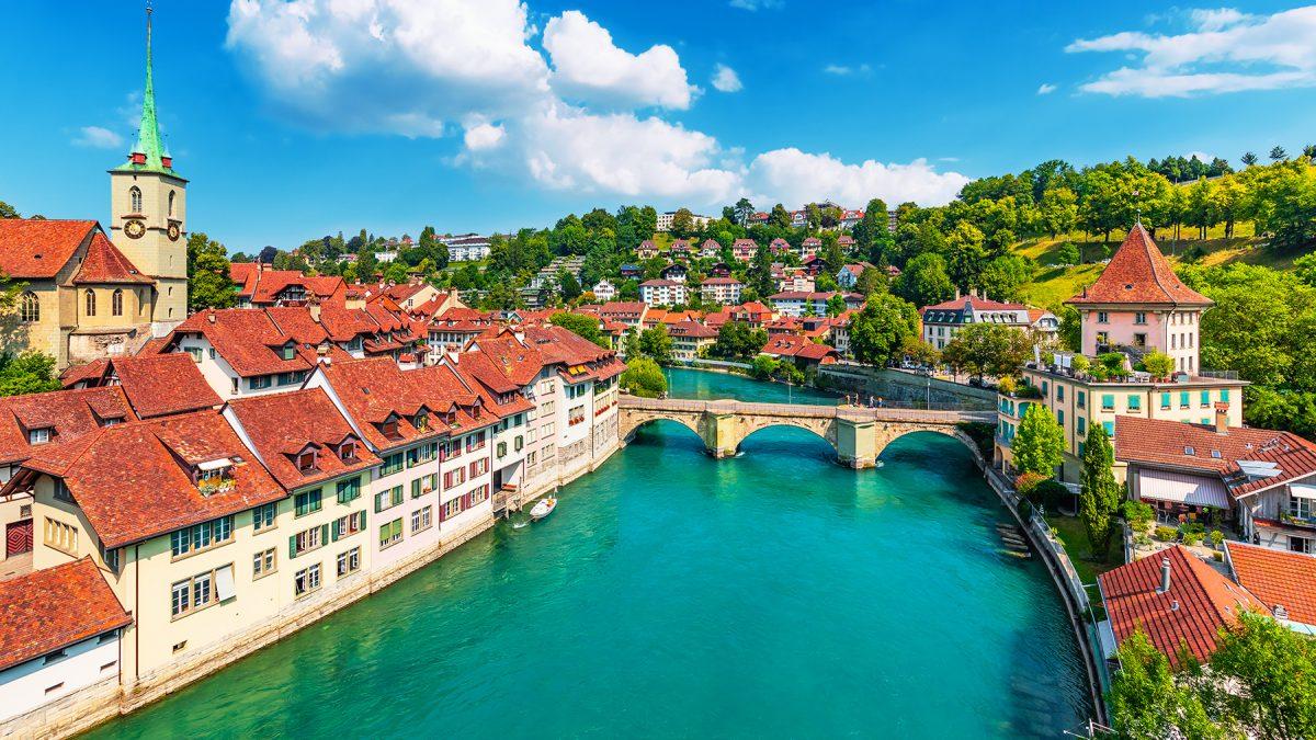 Idée de séjour en famille avec Photo de Bern, capitale de la confédération suisse et dont le centre est classé au patrimoine mondial de l'unesco
