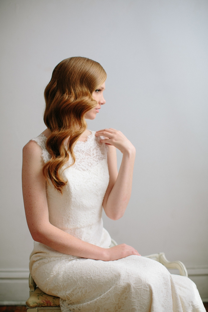 idée tuto coiffure cheveux long, comment porter ses cheveux longs de côté, exemple coiffure mariée facile