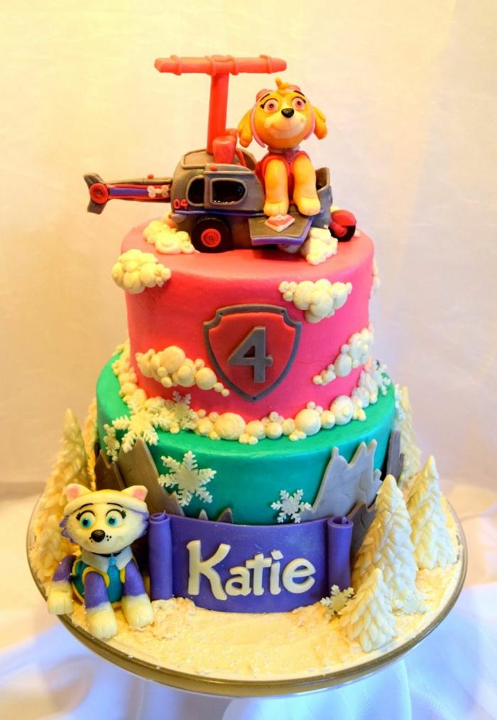 gâteau anniversaire déco pat patrouille, Sky et Everest, flocons de neige, sapins blancs