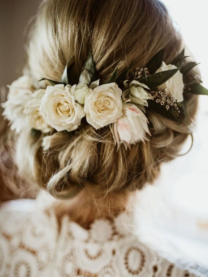 coiffure simple et rapide aux cheveux attachés en couronne tressé, idée coiffure avec diadème florale et chignon flou