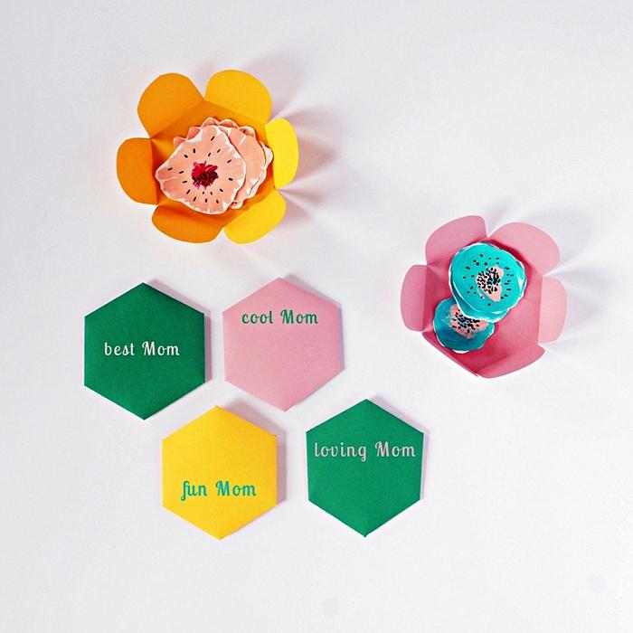 idée de petit cadeau fête des mères a faire soi meme, une carte fleur surprise à imprimer gratuitement avec message personnalisé pour souhaiter bonne fête des mères
