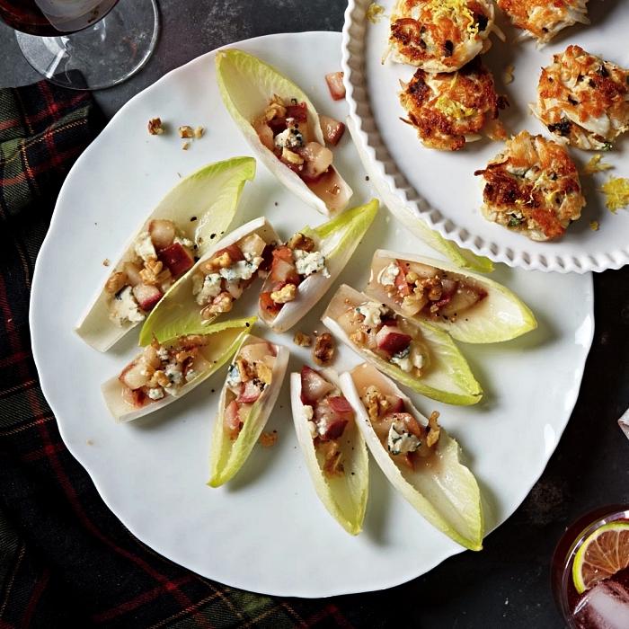 barquettes d'endive au roquefort, poire et noix en aperitif dinatoire froid, recette healthy de bouchées d'endive