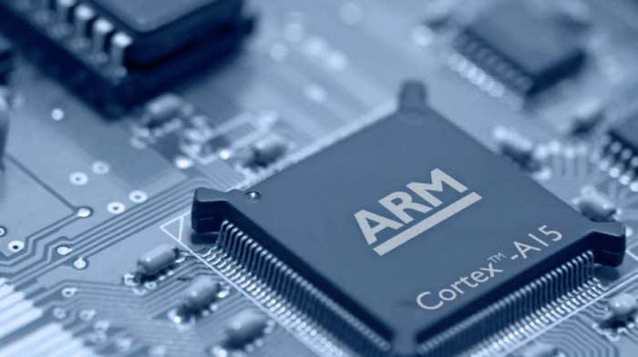 La société technologique ARM, principal fournisseur de puces pour les smartphones Huawei, stoppe ses relations avec le chinois