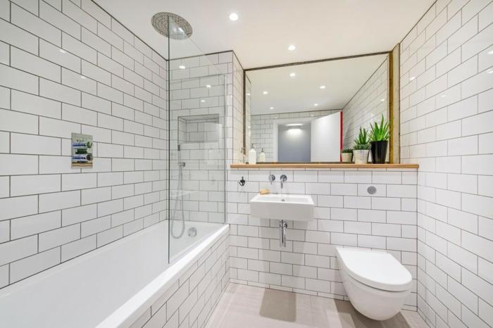 salle de bain blanche, baignoire rectangulaire, vasque suspendue, miroir rectangulair, faience salle de bain blanche