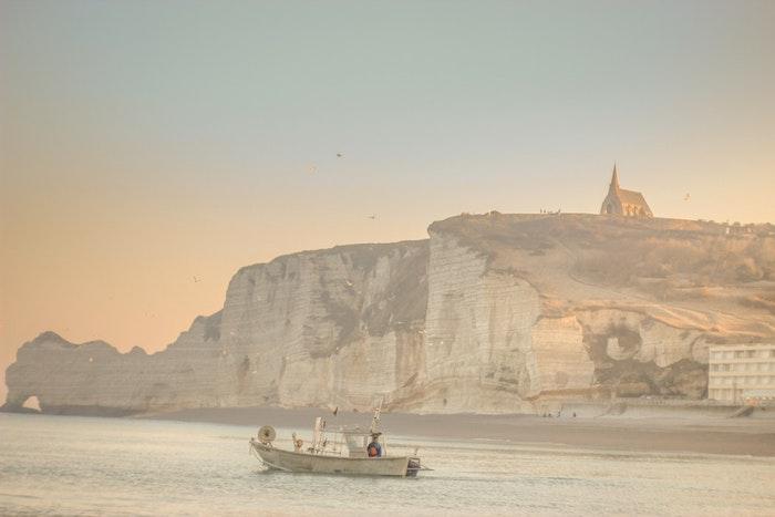 France paysage magnifique au bord de la mer, rocher blanche et plages sablés, image de paysage fantastique, les plus beaux paysages du monde