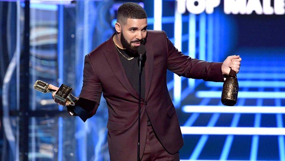photo de Drake aux Billboard Music Awards 2019 qui remportent 12 victoires sur 17 nominations