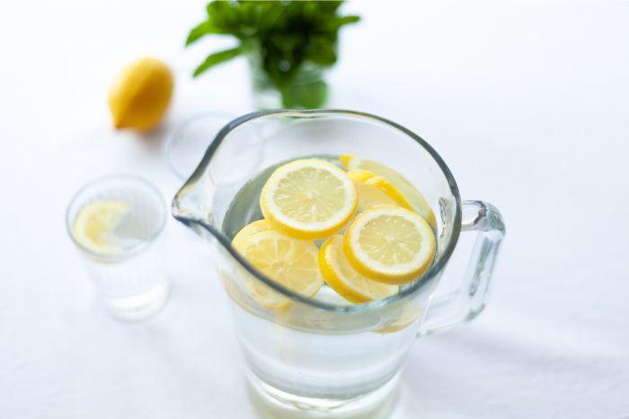 conseils pour bien hydrater votre peau, eau du citron